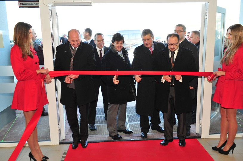 Otwarcie CD JMP w Modlnicy na obrzeżach Krakowa z udziałem Pedro Soaresa dos Santosa (trzeci z lewej), prezesa Jeronimo Martins /&nbsp