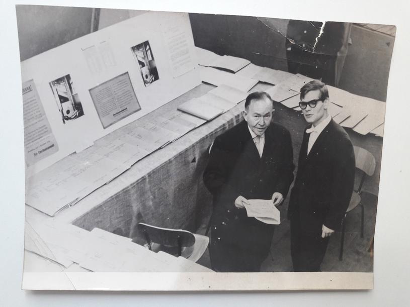 """Otwarcie wystawy """"Nieukarany nazistowski wymiar sprawiedliwości"""" w Monachium (10.02.1961). Reinhard Strecker (P) i Josl Brand (L), główny świadek w procesie Eichmanna /Deutsche Welle"""