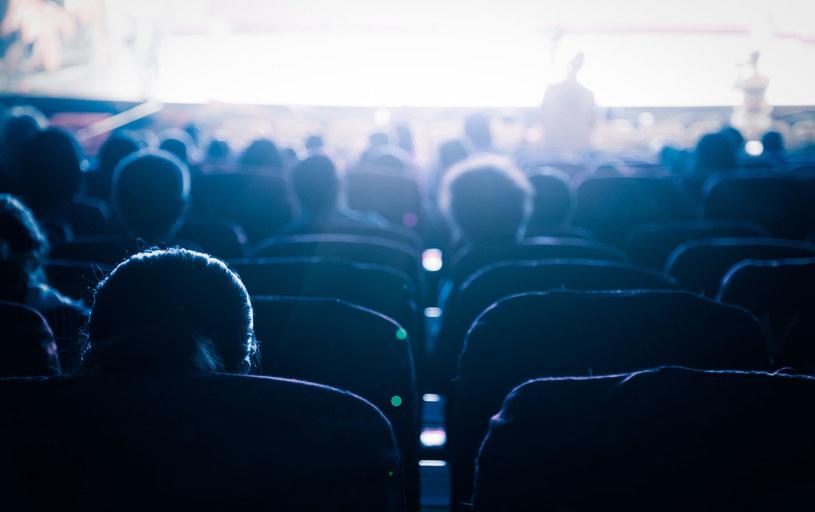 Otwarte kina! Klientów nie brakuje /123RF/PICSEL