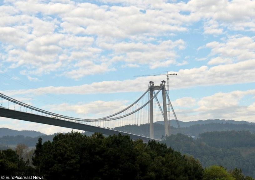 Otwarto najdłuższy i najwyższy most Azji /CEN    /East News
