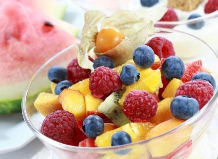 Owoce świetnie sprawdzają się w roli przekąski dla malucha /© Panthermedia