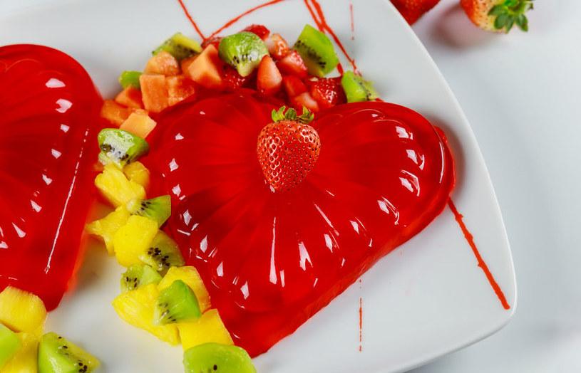 Owoce z galaretką /©123RF/PICSEL