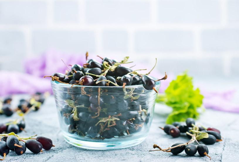 Owoce zawierają sporo witaminy C, liście też są cennym surowcem /123RF/PICSEL