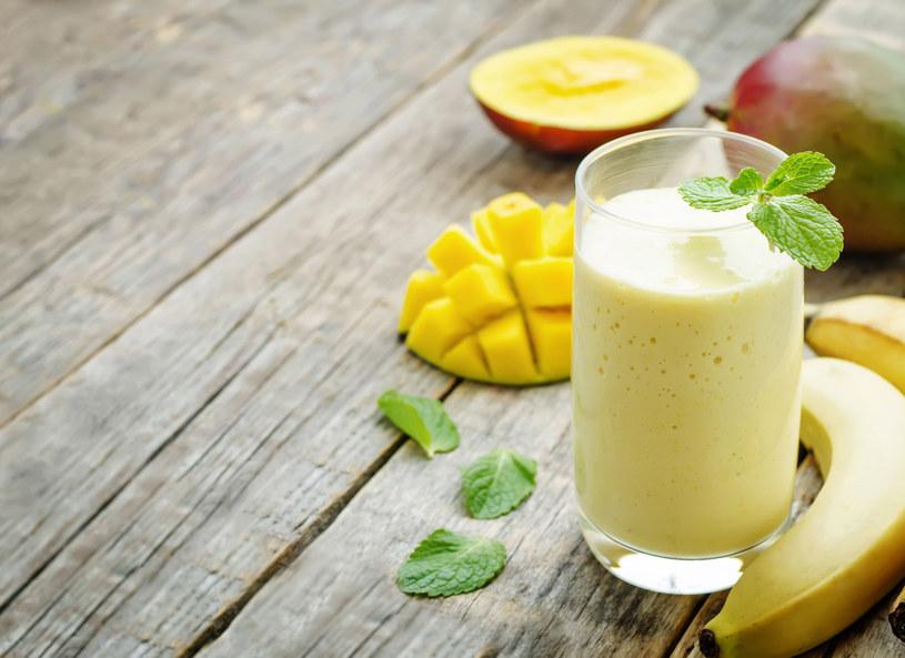 Owocowe koktajle pite w dużych ilościach mogą ci zaszkodzić /123RF/PICSEL