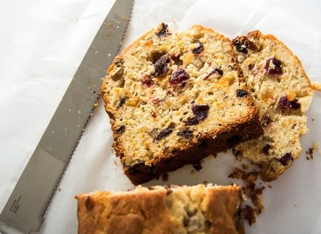 Owocowy keks - pyszny deser, niekoniecznie świąteczny /123RF/PICSEL