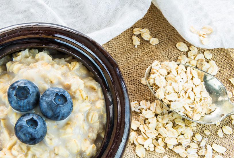 Owsianka na śniadanie to idealne rozwiązanie /123RF/PICSEL