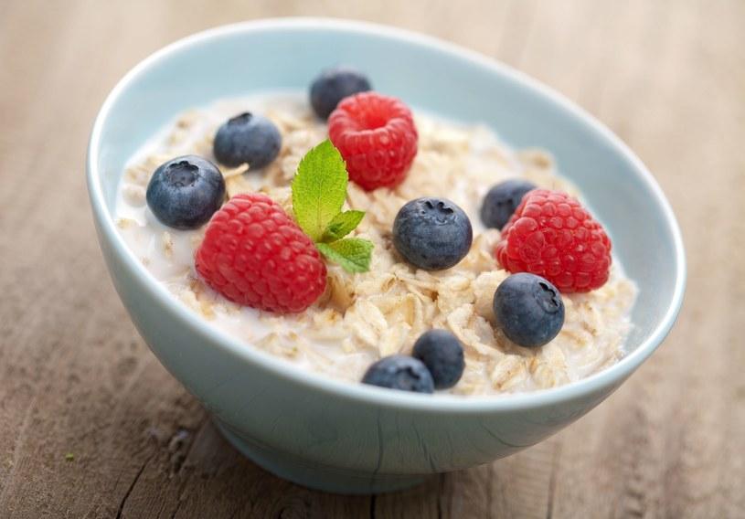Owsianka to pomysł na szybkie i zdrowe śniadanie /123RF/PICSEL