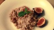 Owsianka z  figami i ciepłym syropem miodowym