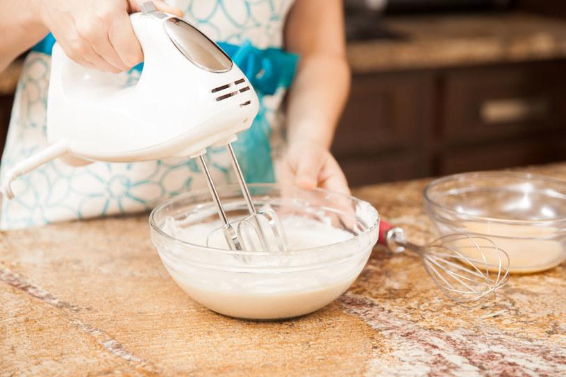 Ozdób nim kruche ciasteczka lub oblej nim ciasto /123RF/PICSEL