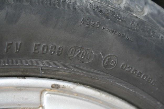 Oznaczenie daty produkcji opony - w tym przypadki 2 tydzień 2005 roku /INTERIA.PL