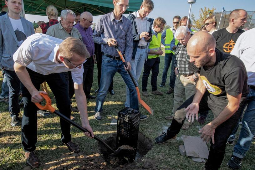 """Oznaczenie """"nowego"""" Geometrycznego Środka Polski odbyło się w Nowej Wsi koło Kutna /Grzegorz Michałowski /PAP"""