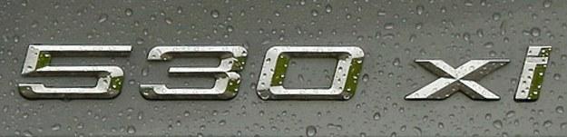 Oznaczenie xi to napęd na cztery koła xDrive oraz silnik benzynowy. /Motor