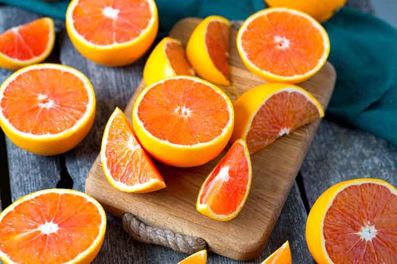 Oznaką dobrego gatunku i świeżości owocu jest  intensywny aromat /123RF/PICSEL
