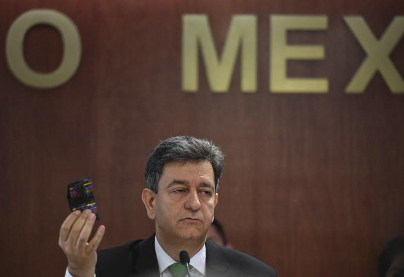 Pablo Kuli Morales z Ministerstwa Zdrowia Meksyku zaprezentował, że sportowcy tego kraju przed wyprawą do Rio dostali prezerwatywy i instruktarz, jak chronić się przed wirusem Zika. /AFP