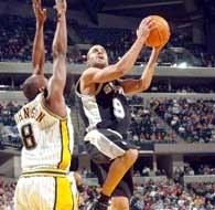 Pacers - Spurs 100:93. Tony Parker mija Anthony'ego Johnsona /AFP
