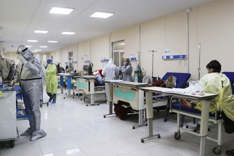 Pacjenci z COVID-19 w Afganistanie /Haroon Sabawoon/Anadolu Agency /Getty Images
