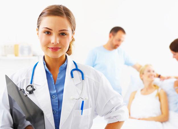 Pacjenci z nowotworami zbyt późno zgłaszaja się na leczenie /© Panthermedia