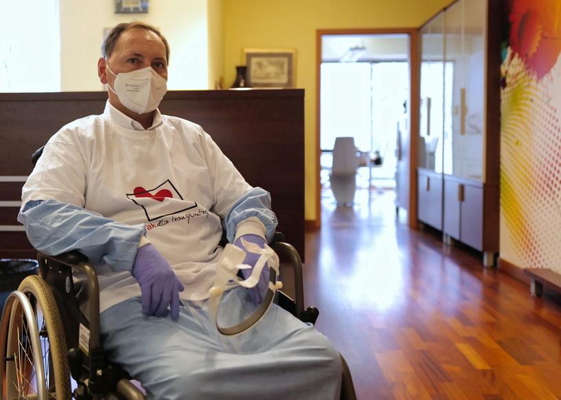 Pacjent, którego płuca zostały uszkodzone przez COVID-19 / Andrzej Grygiel    /PAP