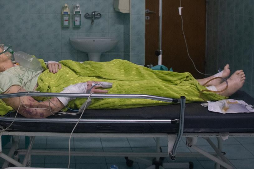 Pacjent w czasie pandemii koronawirusa na odziale zakaźnym /Filip Blazejowski /Agencja FORUM