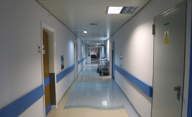 Pacjent wyskoczył z okna szpitala. Nie przeżył