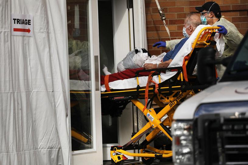 Pacjent z podejrzeniem COVID-19, Brooklyn, Nowy Jork, USA /SPENCER PLATT / GETTY IMAGES NORTH AMERICA /AFP/Getty