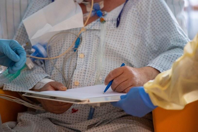 Pacjentka chora na COVID-19 w szpitalu w Freising /AFP