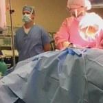 Pacjentka transmitowała operację wycięcia guza piersi na żywo