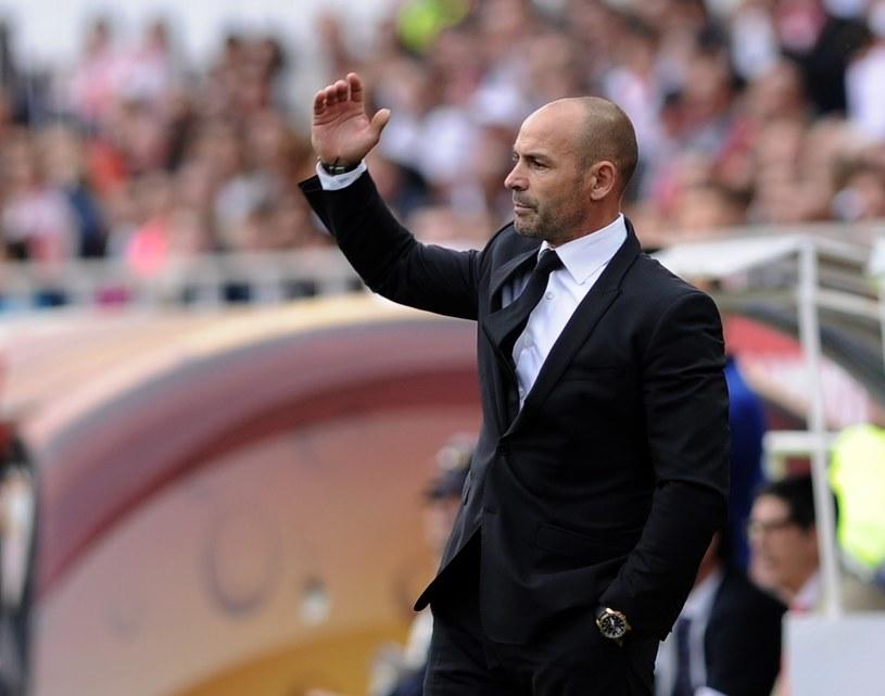 Paco Jemez jest znany ze swojego zaangażowania w prowadzenie zespołu w trakcie meczu /AFP