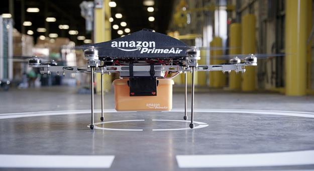 """""""Paczkopter"""" w godzinę dostarczy paczkę? /AFP"""