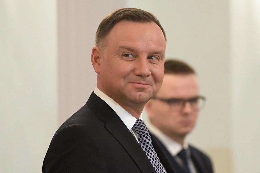 PAD podpisał nowelizację ustawy podnoszącą akcyzę na alkohol i wyroby tytoniowe /Radosław Pietruszka /PAP