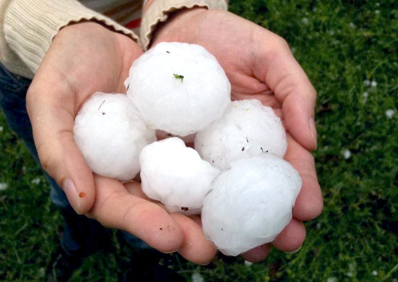 Padał grad wielkości piłek do tenisa /AFP