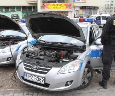 Padł ci akumulator? Sprawdź, jak odpalić auto i go nie zepsuć