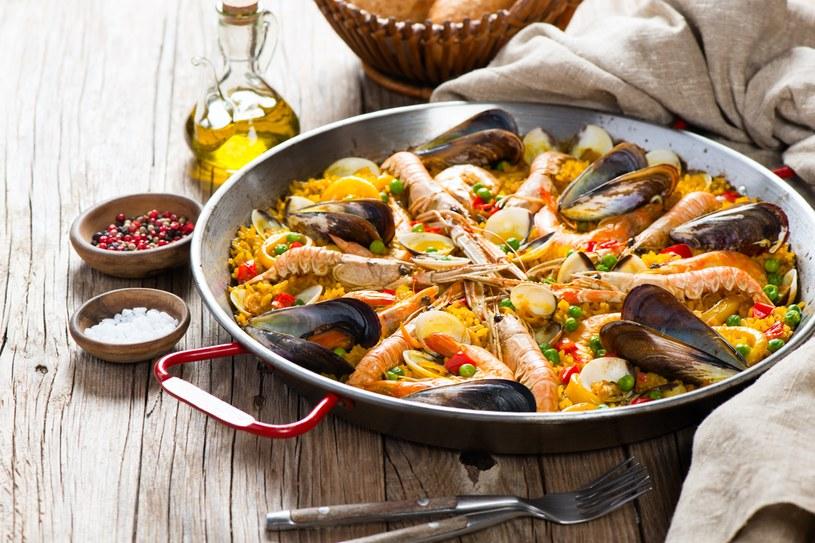 Paella z owocami morza /123RF/PICSEL