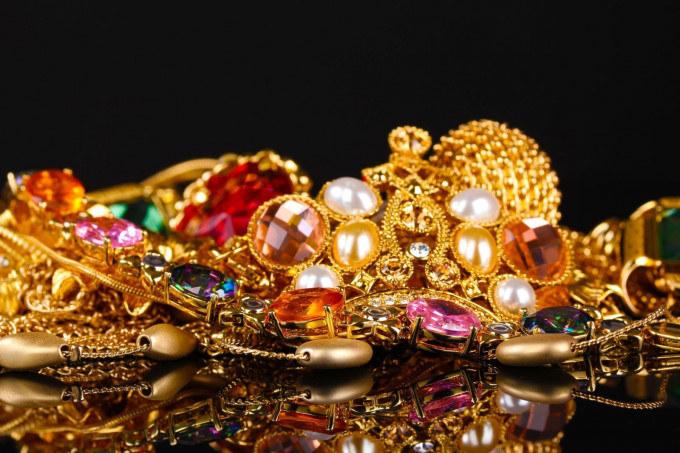 pakowanie biżuterii na podróż /© Photogenica