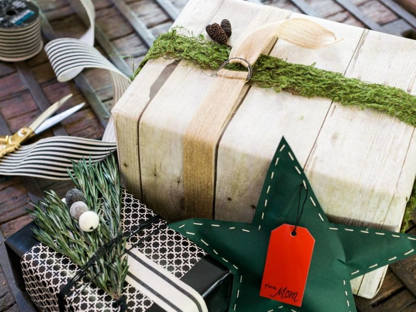 pakowanie prezentów /© Photogenica