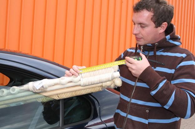 Pakunki nieoznakowane mogą sięgać maksymalnie 23 cm poza boczny obrys auta. /Motor