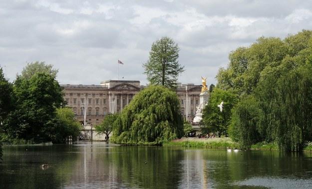 Pałac Buckingham na zdjęciu ilustracyjnym /foto. pixabay /