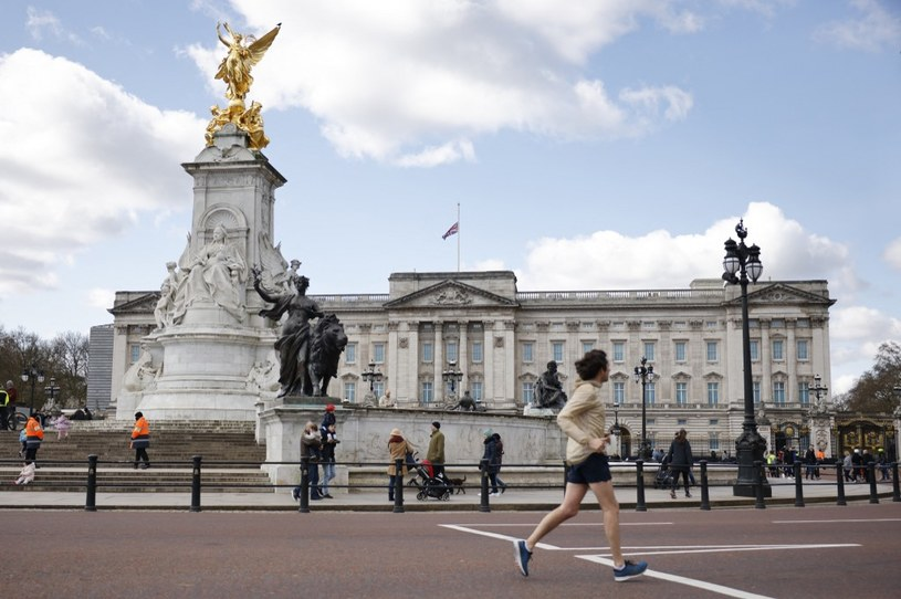 Pałac Buckingham, zdj. ilustracyjne /Tolga AKMEN / AFP /AFP