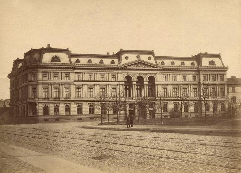 Pałac Kronenberga został zniszczony przez Niemców w 1939 roku /Wikimedia