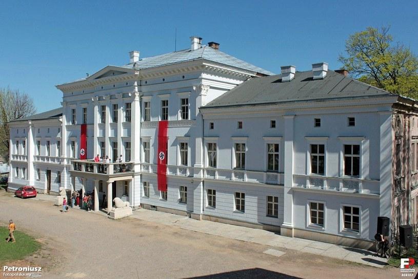 Pałac w Jedlinie (piknik historyczny w 2012 roku) - w 1945 roku siedziba Brygady X OT /Odkrywca