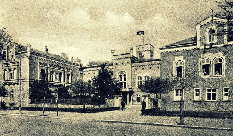 """Pałac właściciela """"Concordii"""" przekształcony w Gelände Sportschule. Bolesławiec lato 1934 rok/Ze zbiorów Sz. Wrzesińskiego /Odkrywca"""