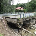 Paląca sprawa tajemniczego mostu