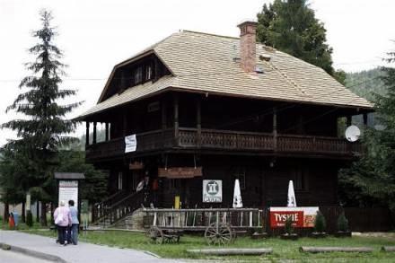 Pałacyk ma już prawie gotowy nowy dach / fot. ARC /Gazeta Codzienna