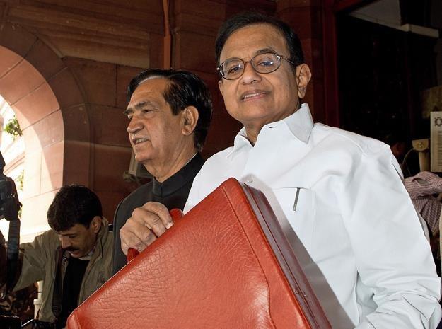 Palaniappan Chidambaram (z prawej), minister finansów Indii /AFP