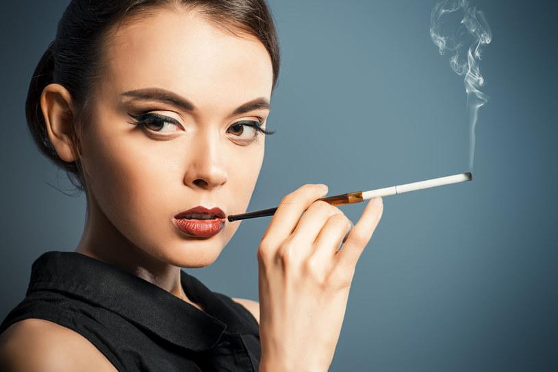 Palenie ma przestać kojarzyć się z czymś szykownym /123RF/PICSEL