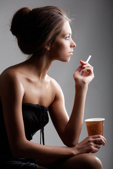 palenie papierosów /© Photogenica