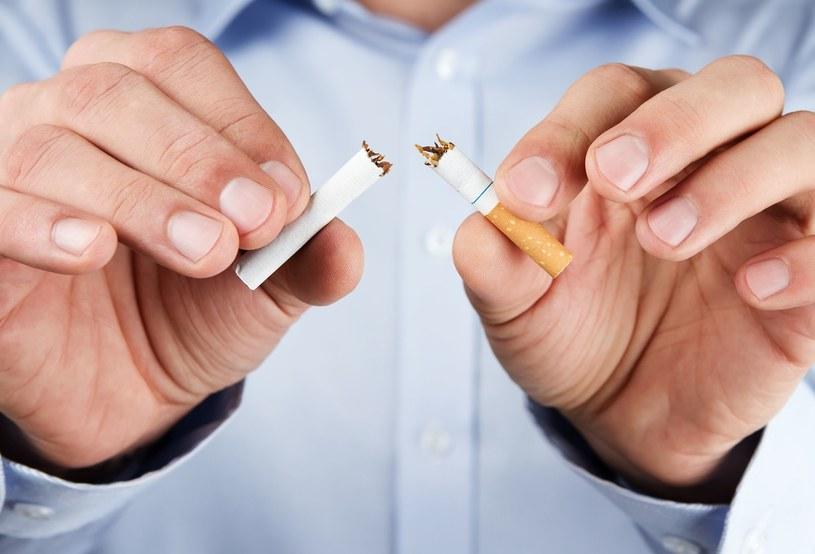 Palenie zabija rocznie ponad 8 mln ludzi /123RF/PICSEL