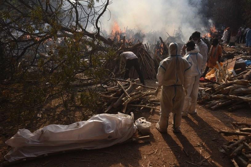 Palenie zwłok zmarłych na COVID-19 w Indiach /Raj K Raj/Hindustan Times /Getty Images