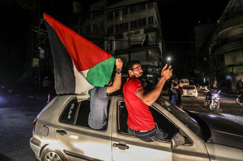 Palestyńczycy świętują w mieście Gaza po wejściu w życie zawieszenia broni /PAP/EPA/HAITHAM IMAD /PAP/EPA