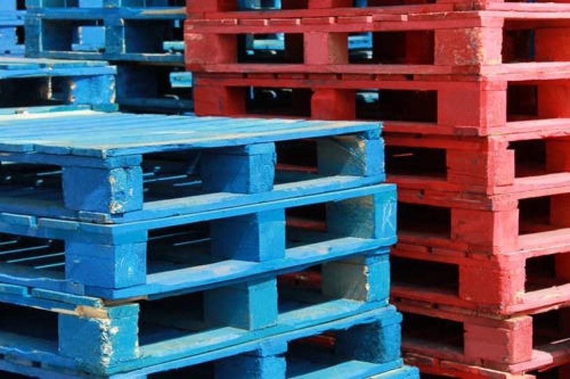Palety to materiał na mnóstwo praktycznych gadżetów na balkon lub do ogrodu /East News